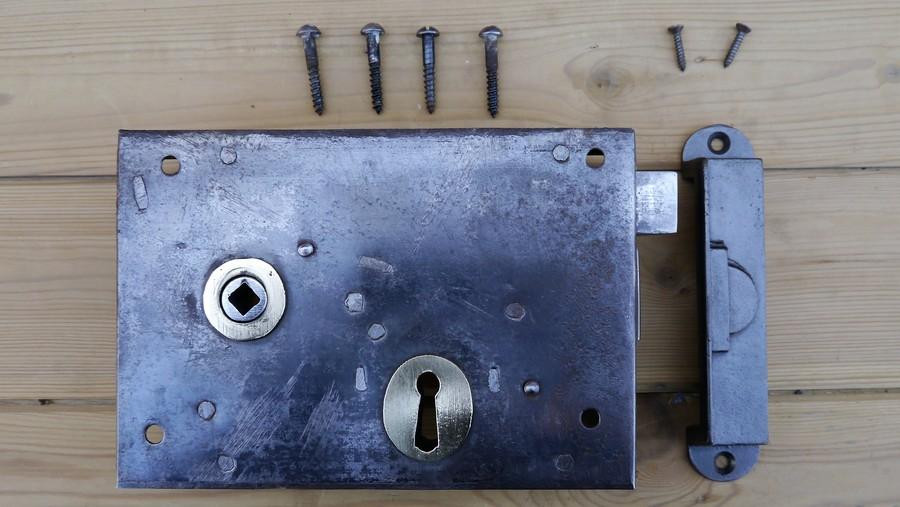 rim lock 10