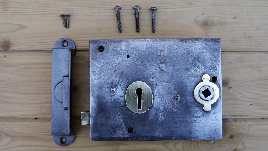 rim lock 11