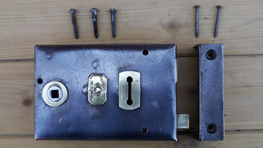 rim lock 8